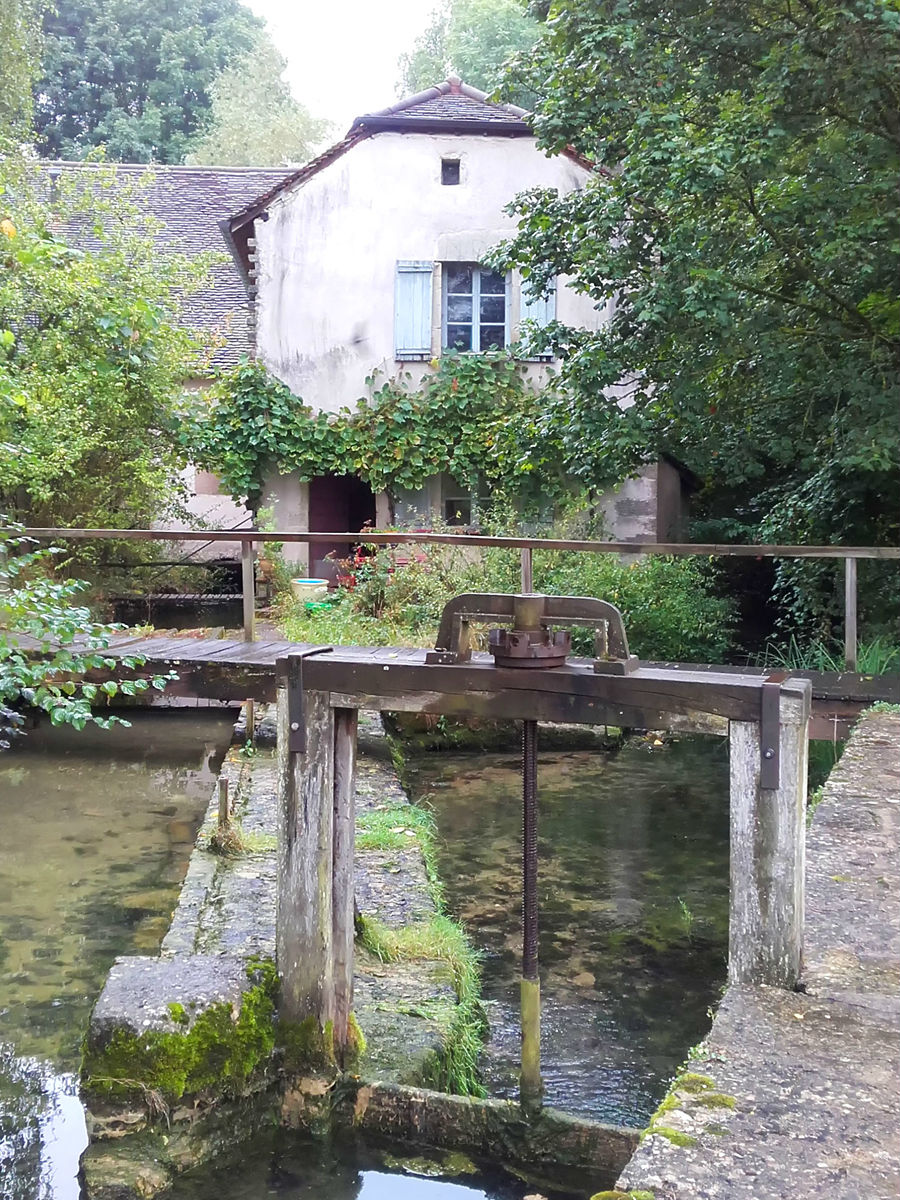 Le moulin et son canal