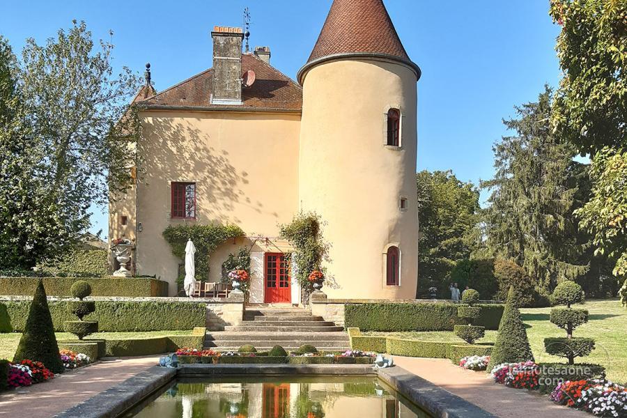 Le jardin à la française du château d'Ouge