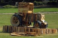 Tracteur enflammée lors des Feux de Saint-Gilles